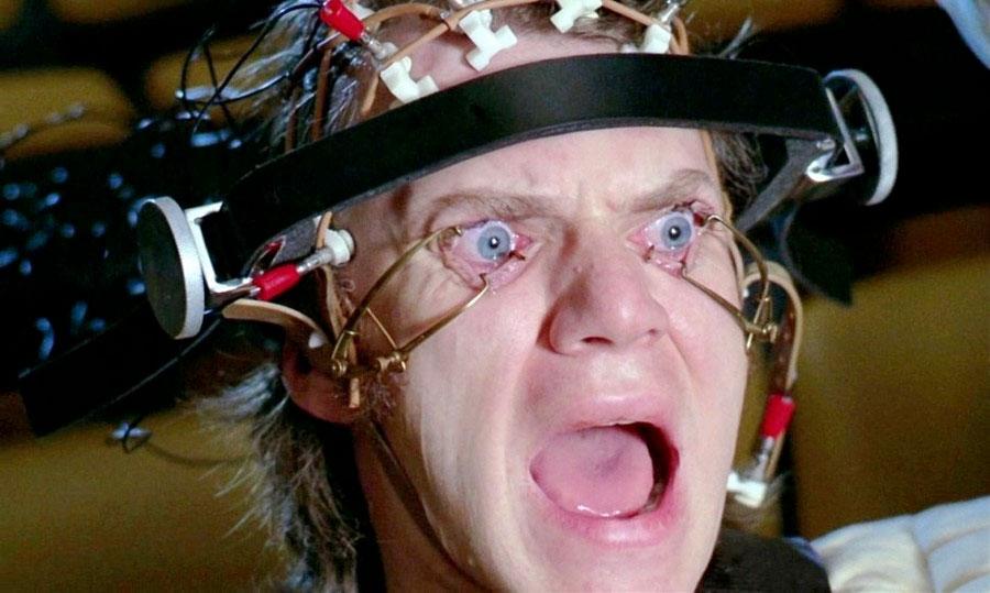 Person som mot sin vilja tvingas se på något. Från filmen Clockwork Orange.
