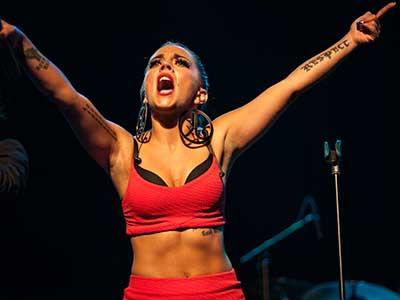 Festivalfoto: Jasmine Kara på Åmåls Bluesfest